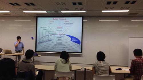 勝間先生は参加者に質問を投げかけ、対話形式でセミナーが進められました。