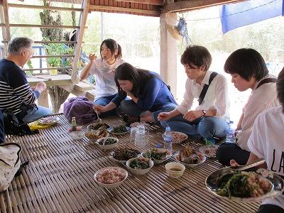 カンボジア家庭料理の昼食