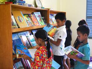 図書室の子どもたち